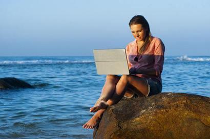 Arbeiten im Urlaub: Viele Arbeitnehmer sind ständig erreichbar